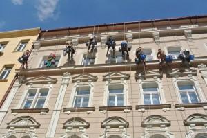 1. Oprava fasády hotelu na Praze 1_Starwork_práce z lana