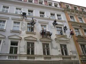 2. Starwork_práce z lana a výškové práce_oprava fasády domu v památkové zóně.