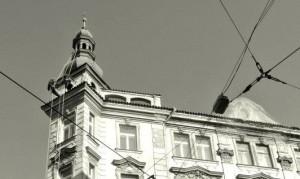 3. Oprava havarijní fasády a prejzové střechy na nábřeží v Praze_Starwork.cz