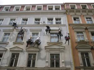 3. Starwork_práce z lana a výškové práce_oprava fasády domu v památkové zóně.