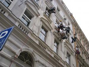 6. Starwork_práce z lana a výškové práce_oprava fasády domu v památkové zóně.