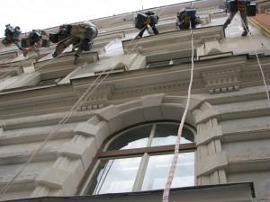 7. Starwork_práce z lana a výškové práce_oprava fasády domu v památkové zóně
