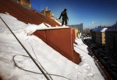 Odstraňování sněhu ze střech. STARWORK.
