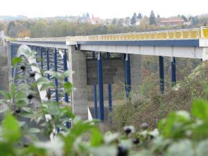 1 Starwork sanace nosných betonových konstrukcí Žďákovského m ostu
