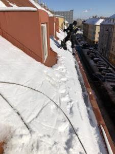 Odstraňování sněhu ze střech Praha STARWORK 1