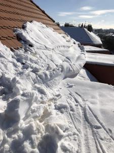 Odstraňování sněhu ze střech Praha STARWORK 2